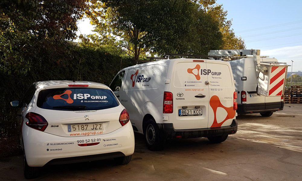 Furgoneta Toyota Proace y automóvil Peugeot 208 imagen empresa ISP GRUP